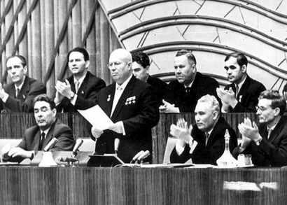 XX съезд КПСС. На съезде был зачитан доклад Хрущева, разоблачающий культ личности Сталина.