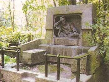 Могила Н.Г. Гарина-Михайловского на Литераторских мостках Волковского кладбища в Санкт-Петербурге