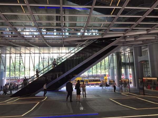 Эскалаторы в здании HSBC
