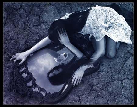 Зеркало обладает памятью и потихоньку похищает частицы вашей души