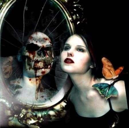Во время гадания в зеркале можно увидеть призрак