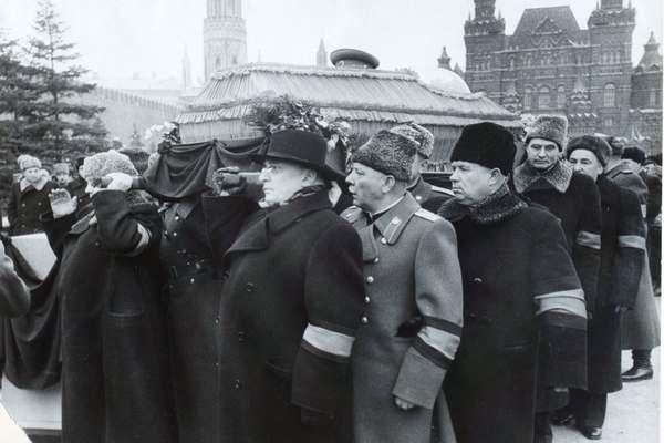 Похороны Сталина. Берия, Ворошилов, Хрущев, Микоян.